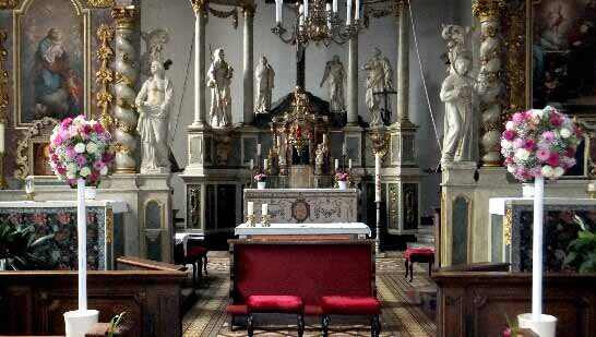 Florale Dekoration in der Kirche von Blumenhaus Ehling