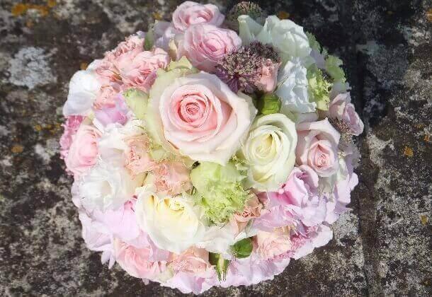 Brautstrauß in zarten rosa tönen